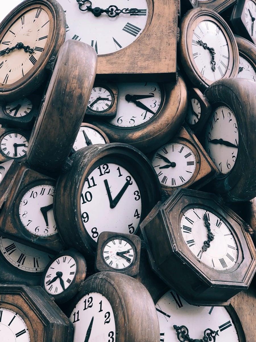 Hoe besteedt de gemiddelde Nederlander zijn tijd?